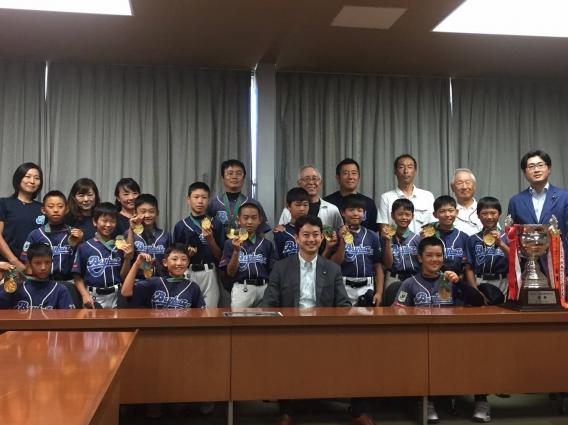 熊谷市長、門山衆議院議員事務所、毎日新聞社に優勝報告